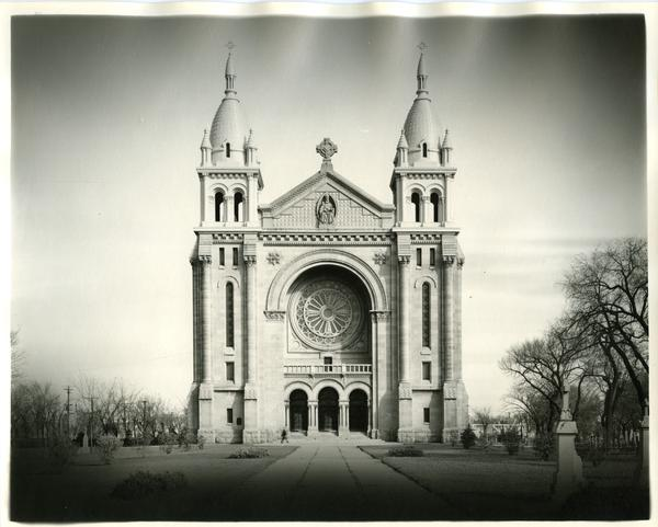 A photograph of the St. Boniface cathedral. Source: Henry Kalen fonds.